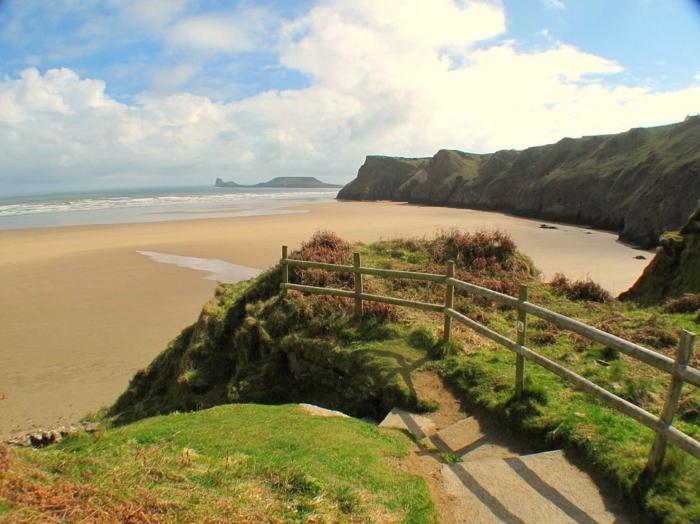 Rhossili-Bay-Swansea-Wales-les-plus-belles-plages-du-monde-montagne-et-mer-resized