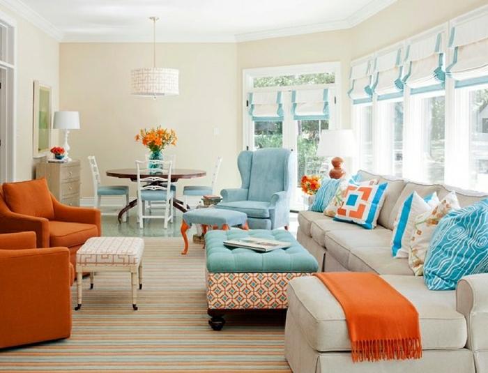 Salle-de-séjour-à-la-couleur-aigue-marine-et-orange