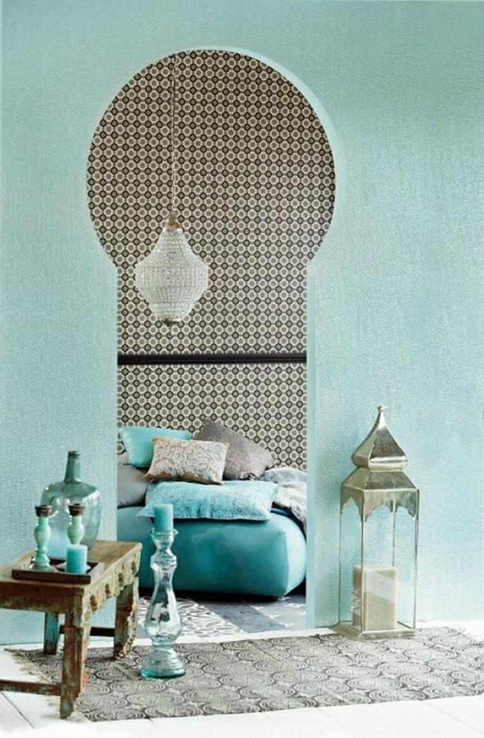 Salle-de-séjour-à-la-couleur-aigue-marine-lustre-cristaux