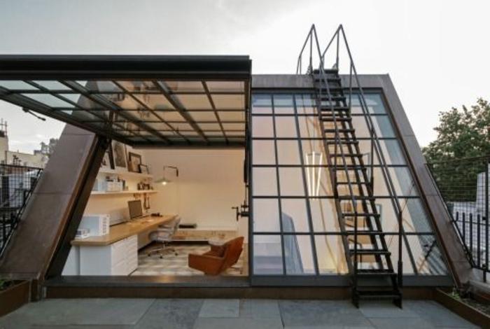 Une-maison-fenêtre-de-toit-cool