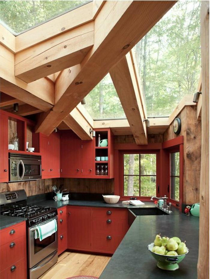 Une-maison-fenêtre-de-toit-cousine-rouge-villa