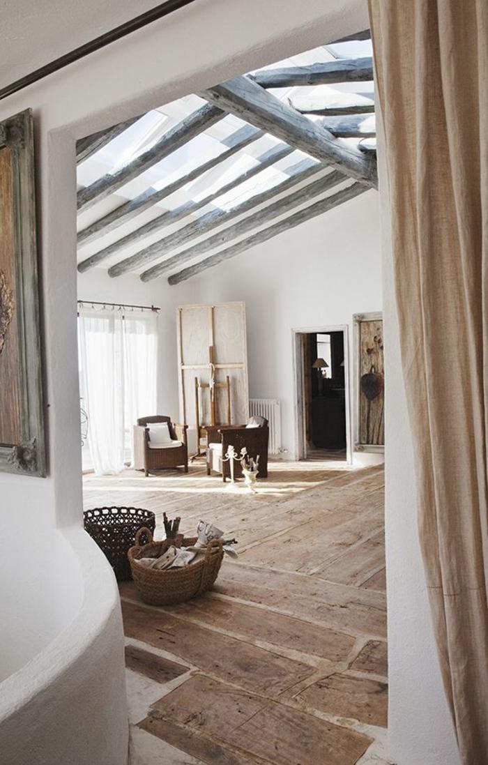 Une-maison-fenêtre-de-toit-rustique