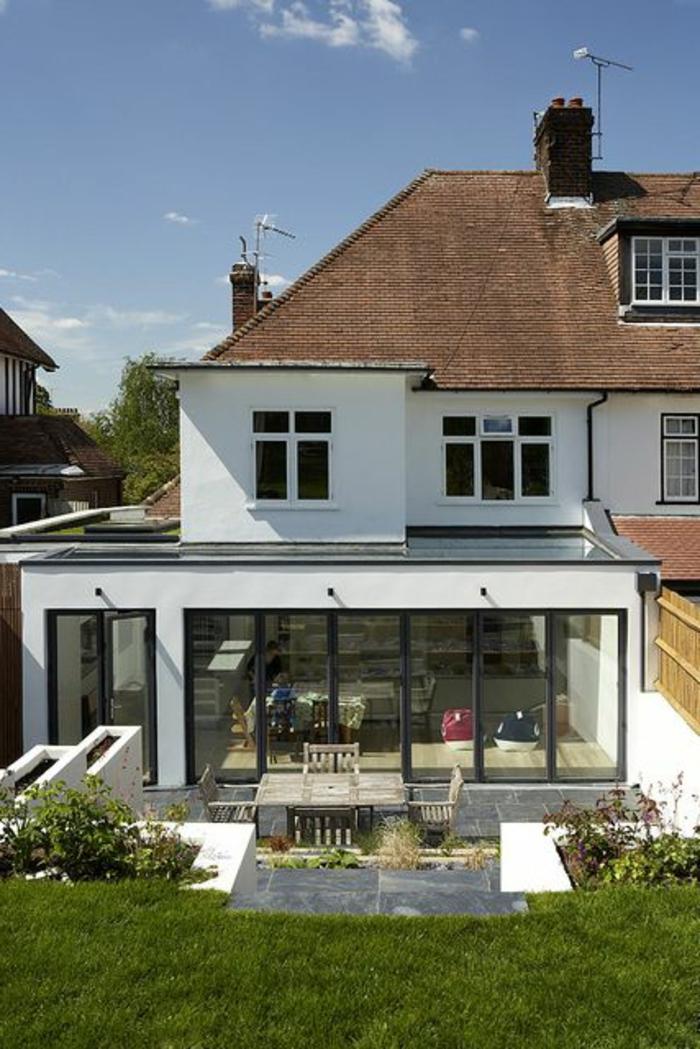 Une-maison-fenêtre-de-toit