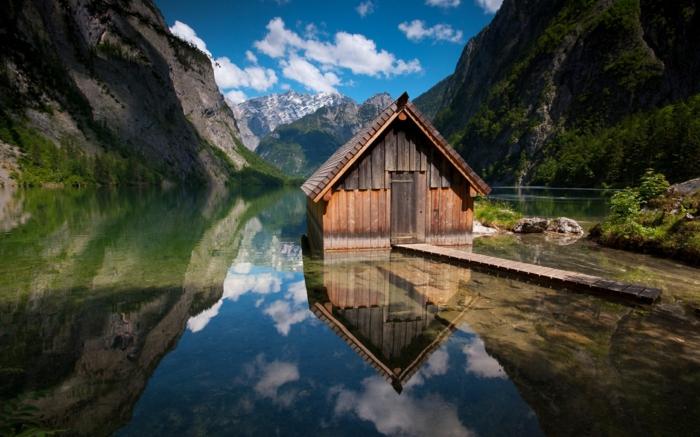 abri-de-jardin-chalet-en-bois-belle-lac-eau-montagne