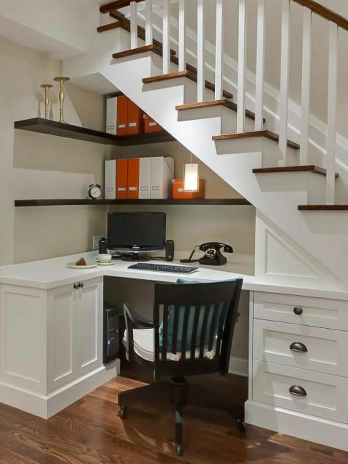 aménagement-sous-escalier-coin-de-travail-sous-escalier-bureau-domicile-travail
