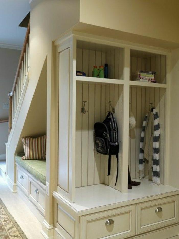 aménagement-sous-escalier-tapis-couloir-sous-escalier-meuble-sous-escalier-placard-sous-escalier
