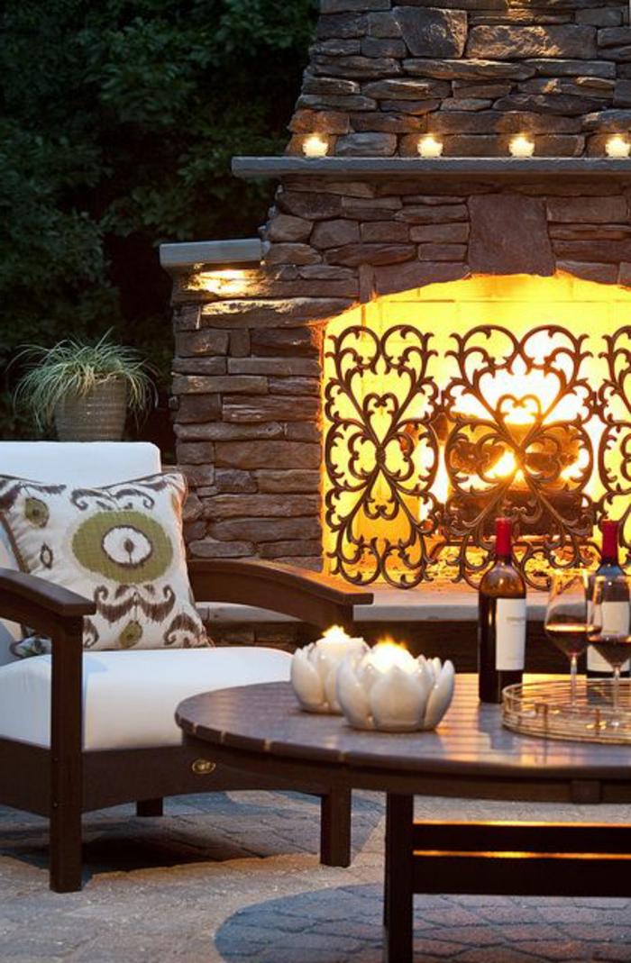 ambiance-romantique-meubles-de-jardin-lanterne-exterieur-cheminée-extérieur