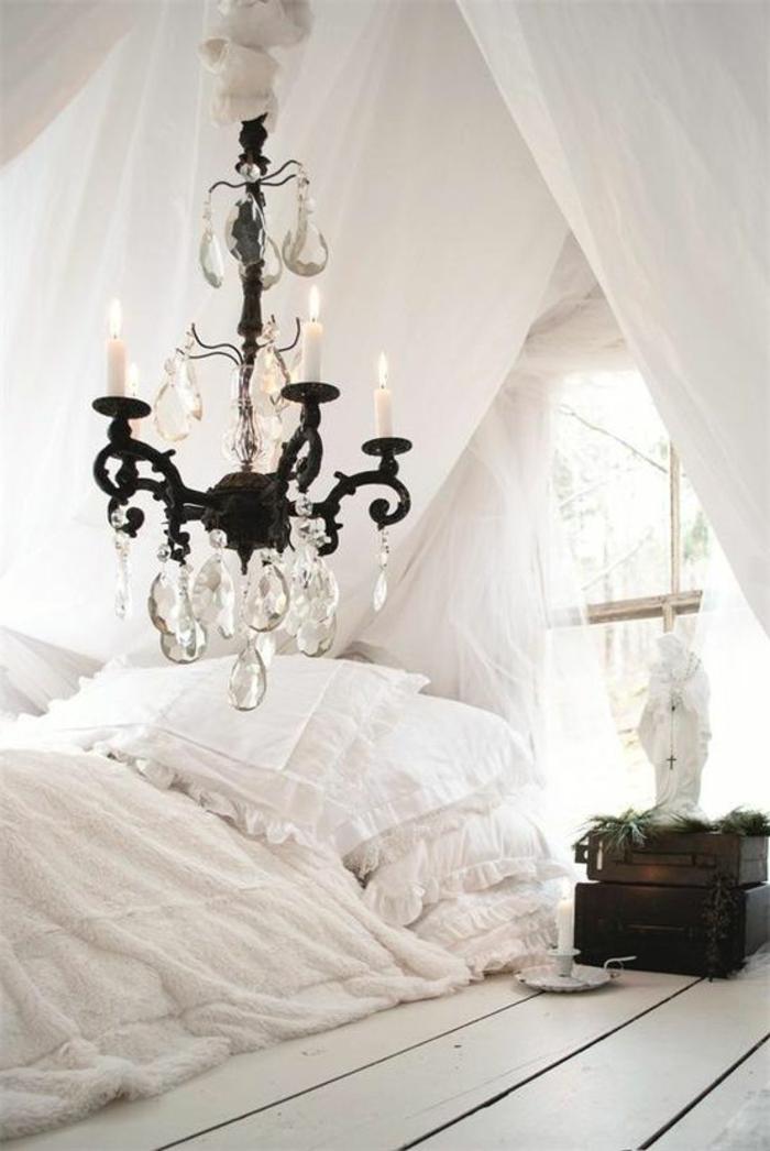 amenagement-chambre-ambiance-romantique-blanche-lustre-baroque