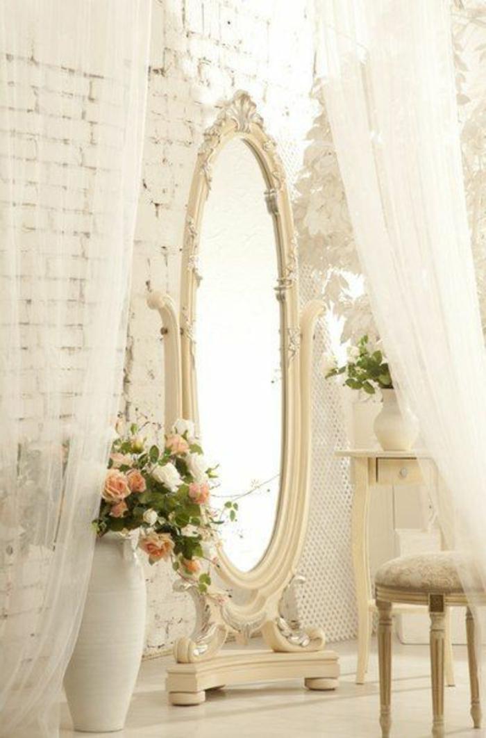 amenagement-chambre-ambiance-romantique-deco-en-blanc-baroque-miroir