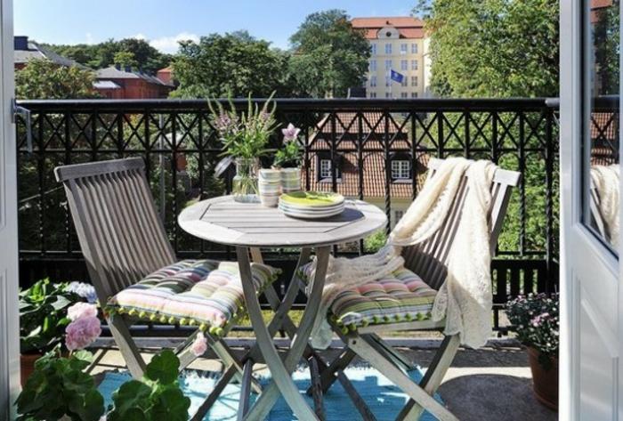 amenagement-de-terrasse-amenager-sa-terrasse-belle-vue-table-chaises-balcon