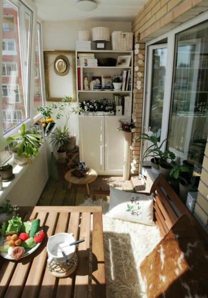 amenager-terrasse-table-en-bois-aménagement-canapé-balcon-table-en-bois