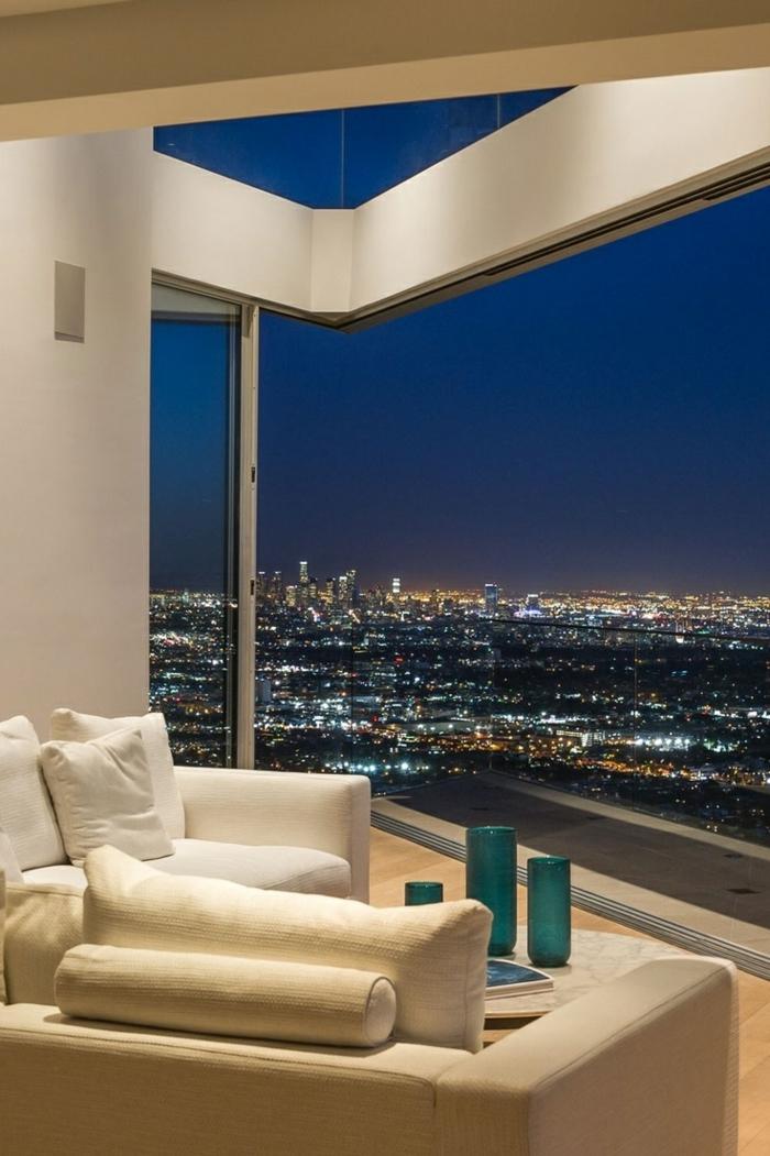 appartement-atypique-belle-vue-canapé-beige-de-couleur-taupe-coussins