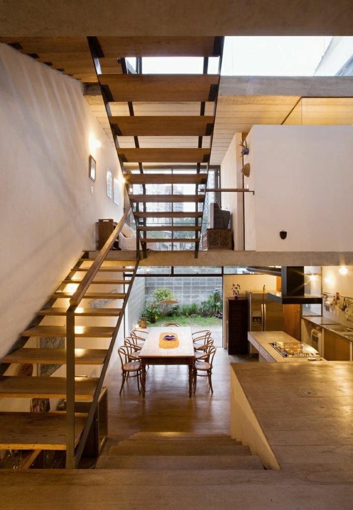 appartement-intérieur-moderne-atypique-sol-en-bois-escalier-belle-vue-fenetre-grande