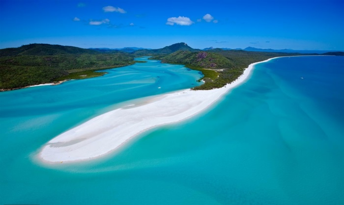australie-whitsunday-islands-whitehaven-beach-les-plus-belles-plages-du-monde-sable-mer-montagnes-resized