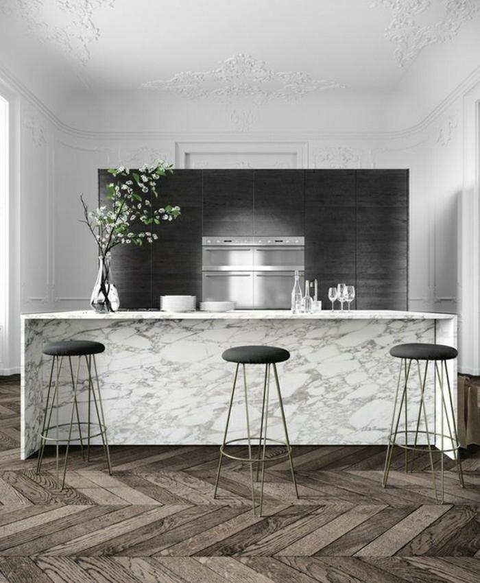 bar-de-cuisine-marbre-fleurs-sol-en-parquet-plafond-blanc-mur-blanc-cuisine-lumière
