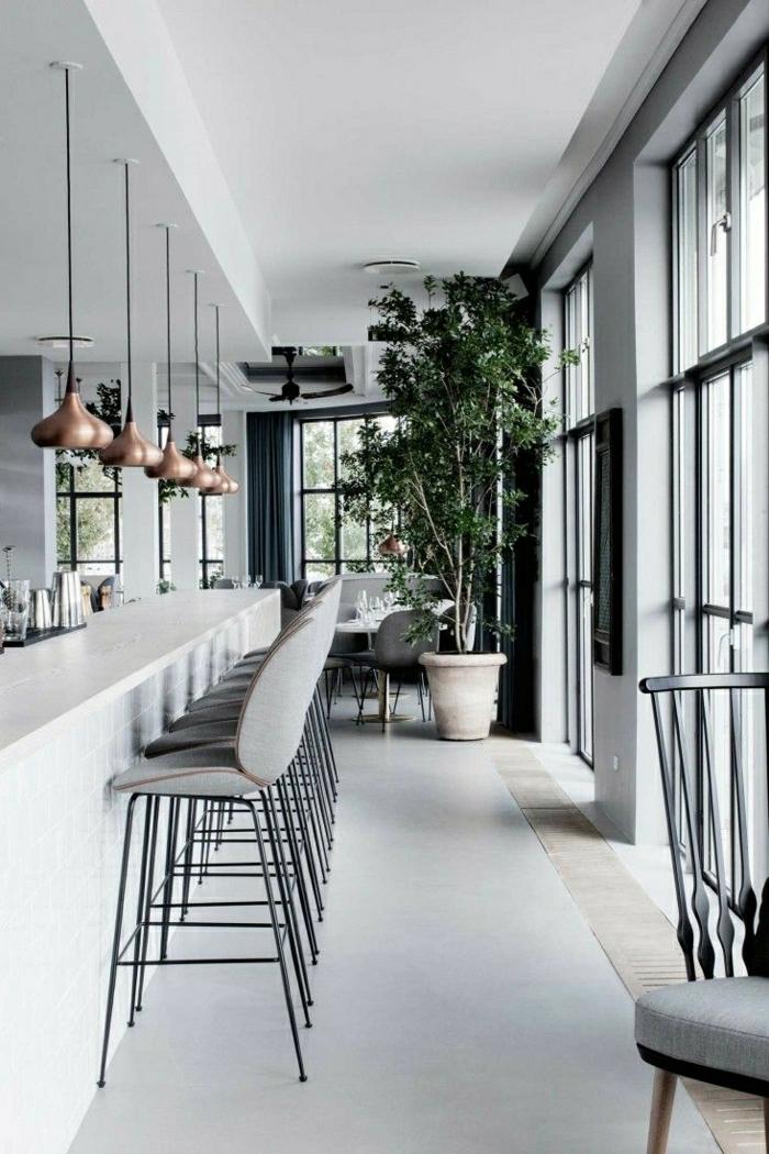 bar-gris-chaises-de-bar-gris-plante-verte-sol-en-lin-gris-lustre-suspendu-marron