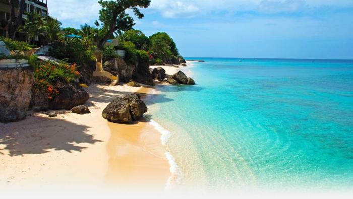 barbados-une-des-plus-belles-plages-du-monde-mer-sande-beauté-resized