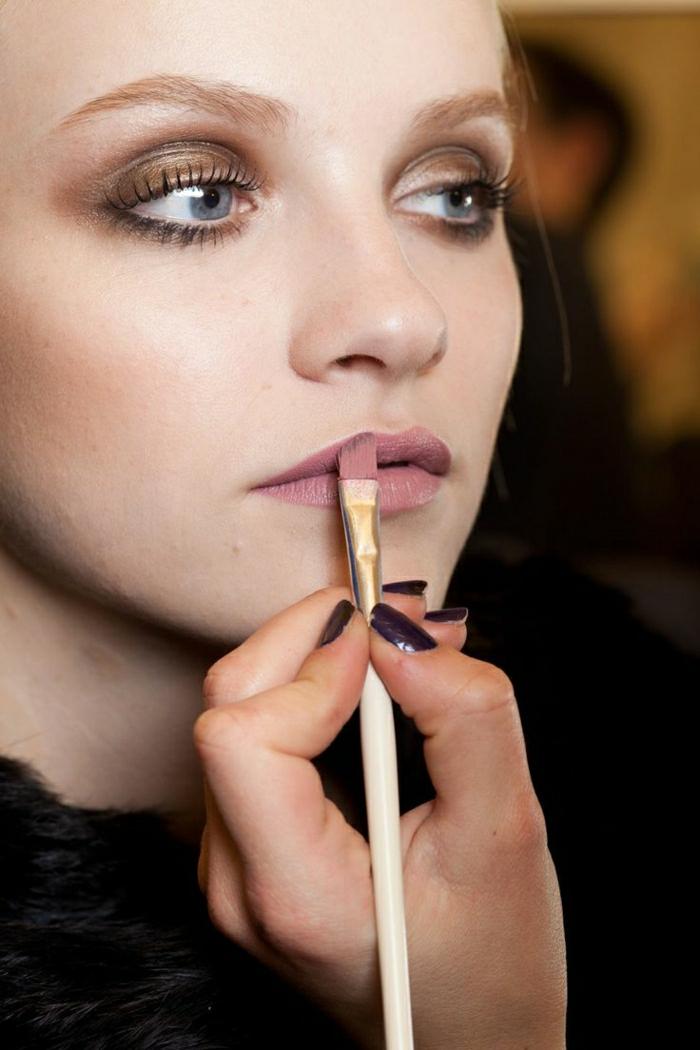 beauté-dior-maquillage-professionnel-avec-le-rouge-à-levres-dior