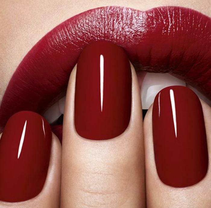 beauté-dior-maquillage-rouge-à-levres-et-vernis-rouge-saturé