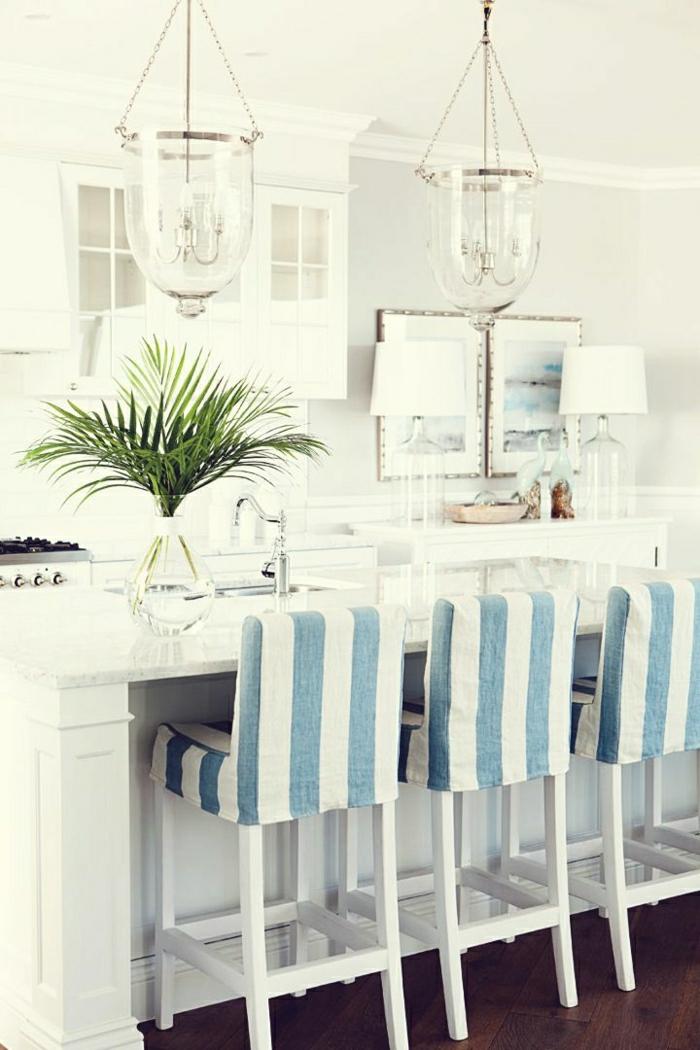 belle-cuisine-de-style-marin-idée-chaise-marine-meuble-marine-décoration-marine