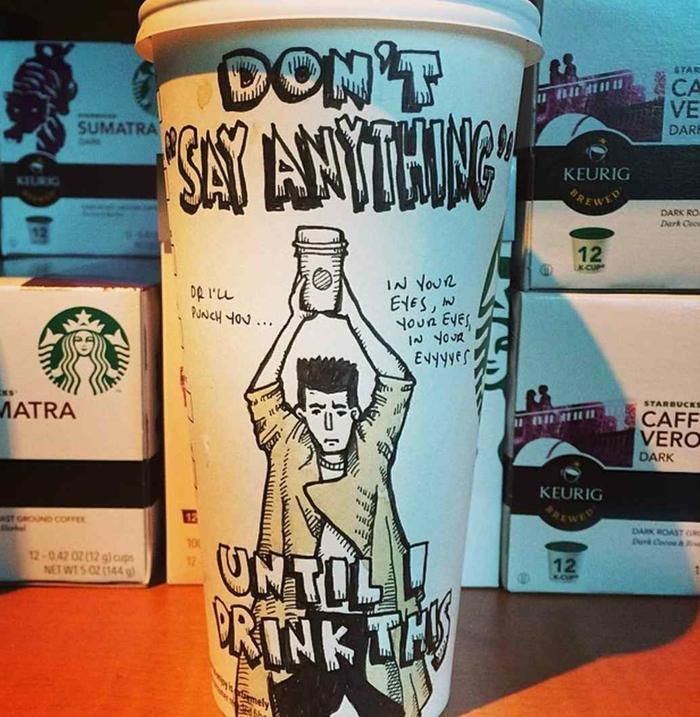boisson-energisante-dans-le-gobelet-starbucks-café