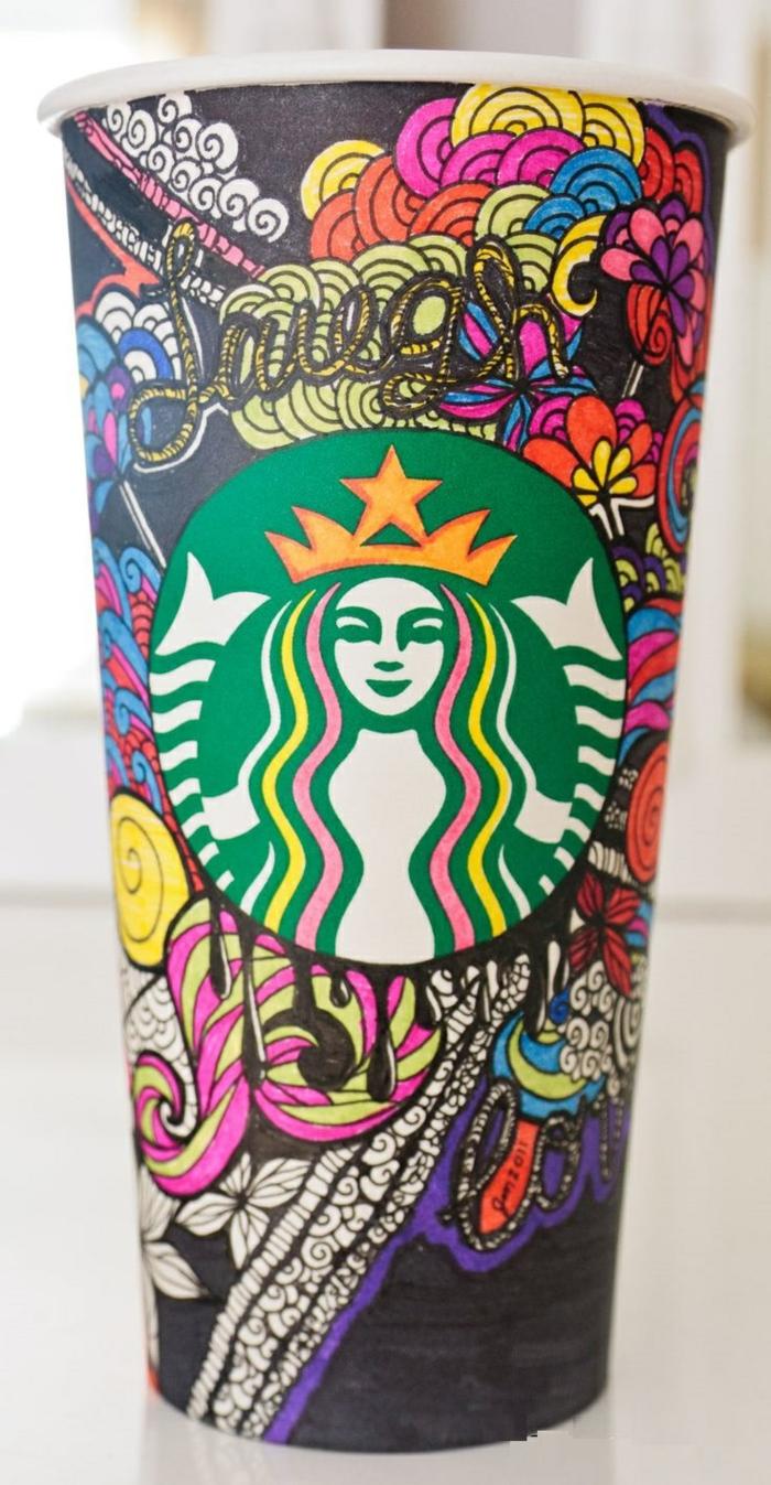 boisson-energisante-dans-le-gobelet-starbucks-coloré-art