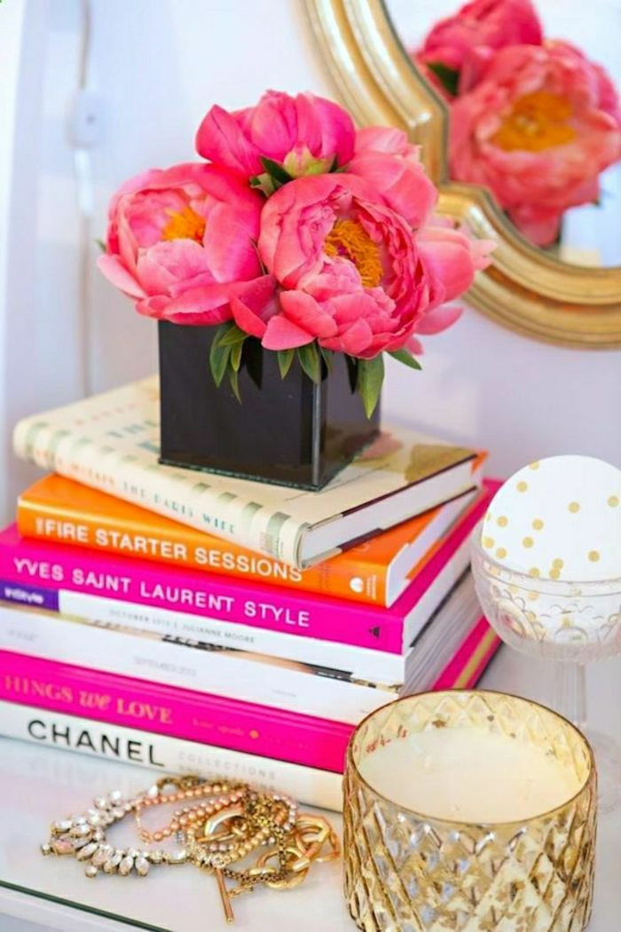 bouquet-de-pivoine-idées-décoration-la-table-chevet-livres-bougies