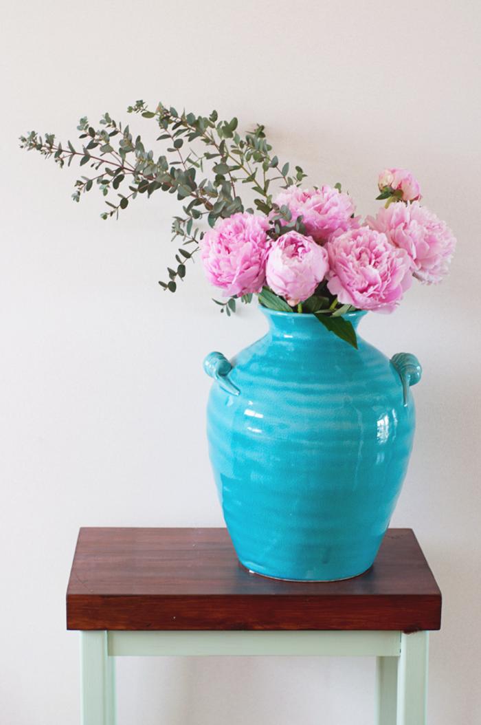 bouquet-pivoine-décoration-maison-vase-bleue