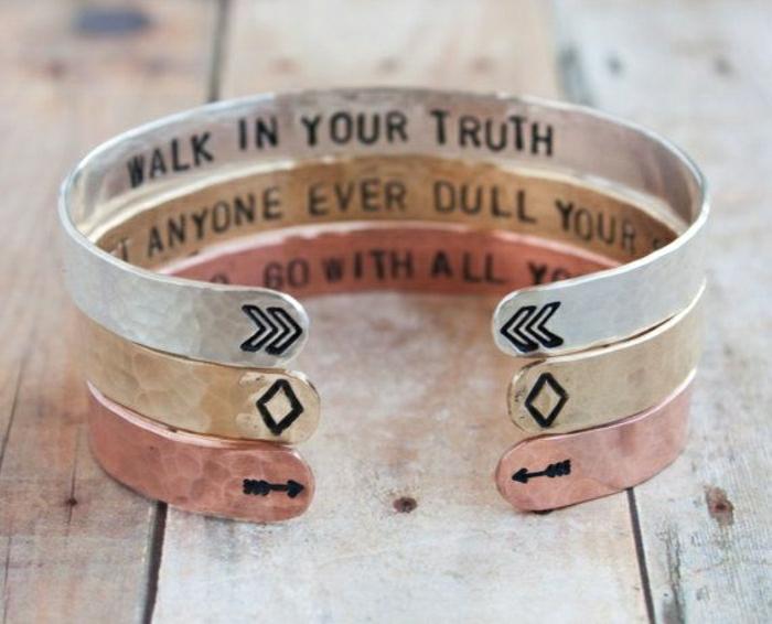 bracelet-manchette-écriteaux