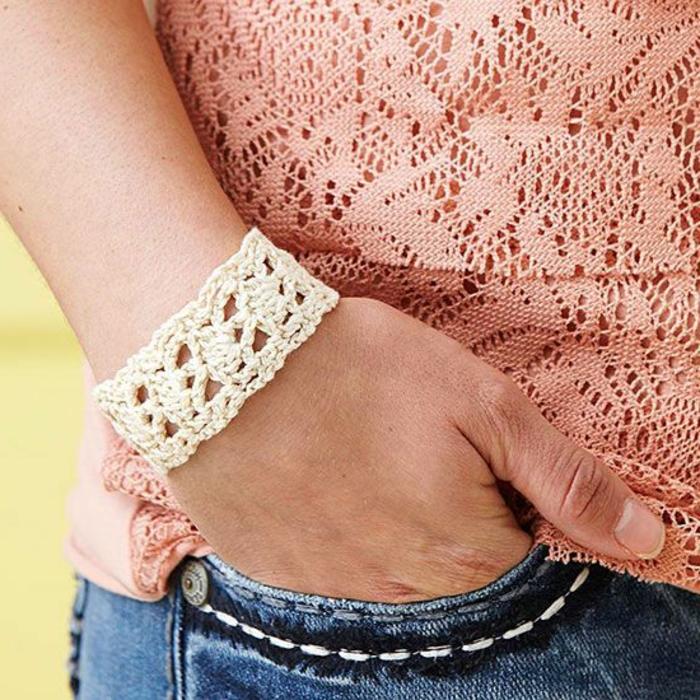 bracelet-manchette-crocheté-blanc