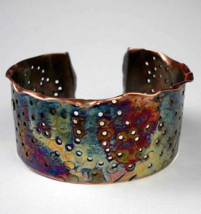 bracelet-manchette-en-bronze-troué