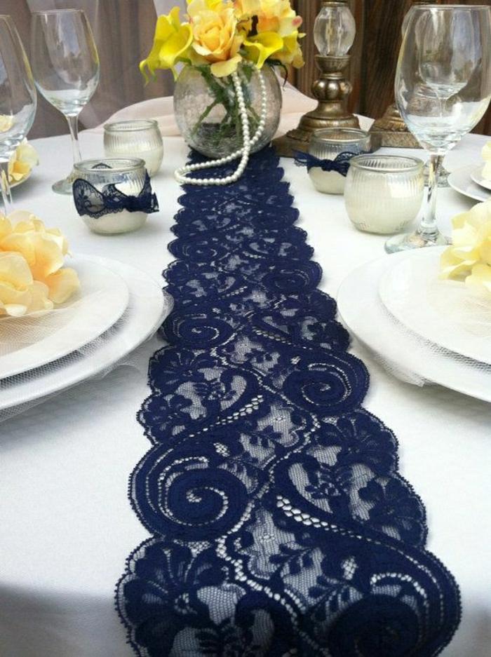 Beaucoup de belles variantes pour votre chemin de table for Midnight blue centerpieces