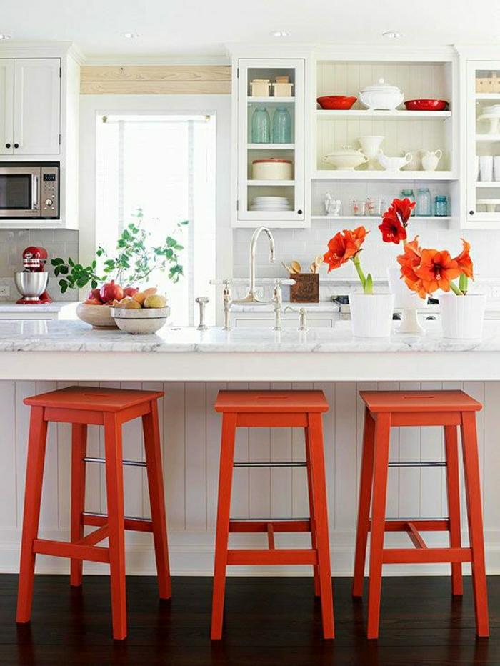 chaise-bar-rouge-en-bois-bar-en-marbre-chaises-rouges-hautes-de-bar-de-cuisine