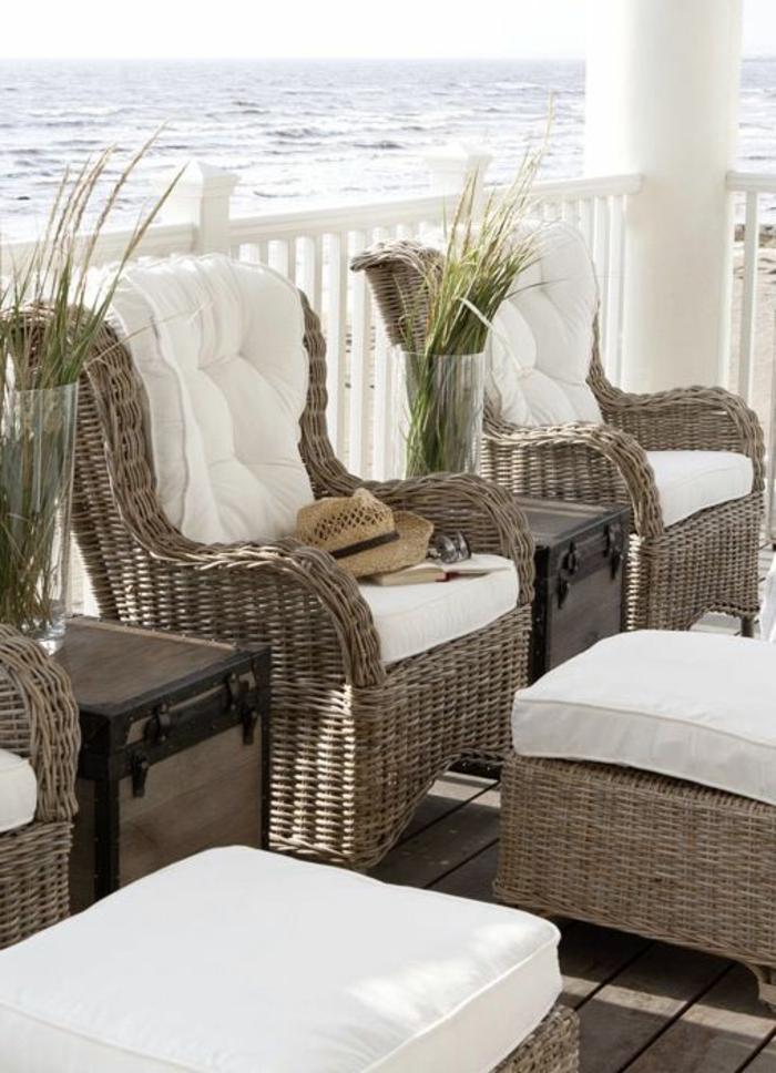 chaise-osier-meubles-en-rotin-extérieur-veranda-belle-vue-vers-la-plage
