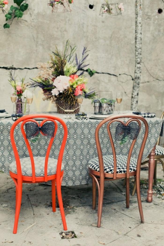 chaises-bistrot-colorées-et-simples