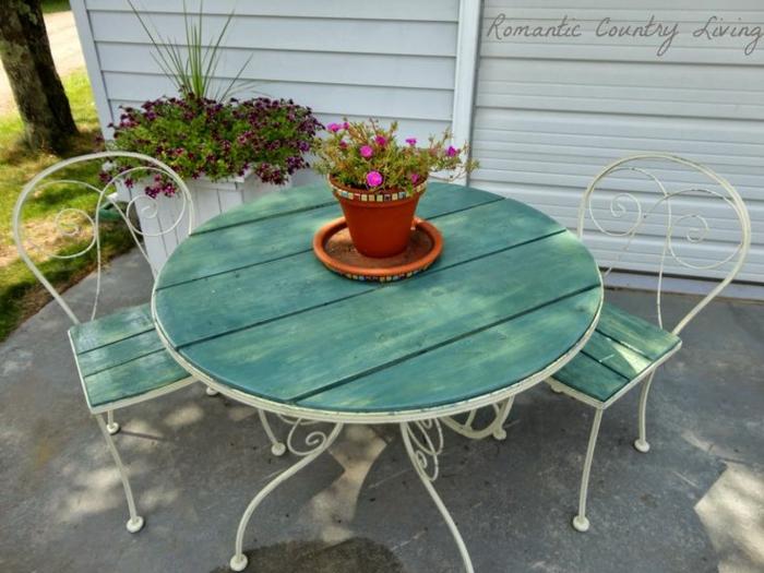 chaises-bistrot-ensemble-table-et-chaises