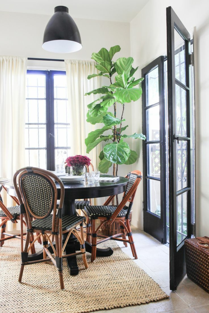 chaises-bistrot-françaises-tapis-sisal