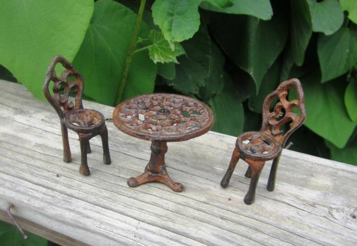 chaises-bistrot-miniature-chaises-et-table