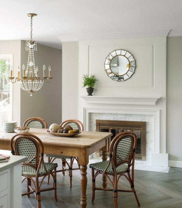 chaises-bistrot-miroir-décoratif