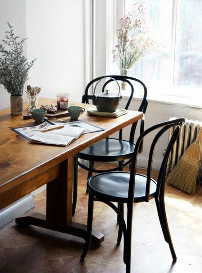Les chaises bistrot une classique pour l 39 int rieur for Table et chaise bistrot