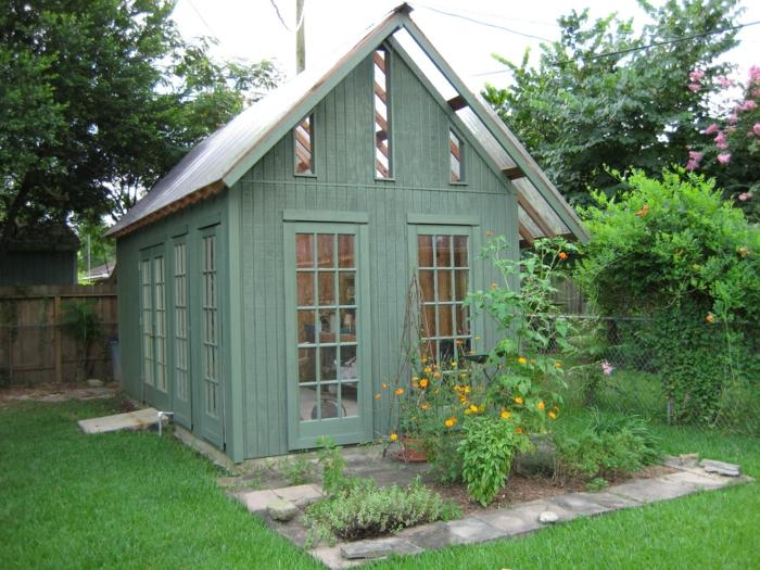chalet-dans-le-jardin-en-bois-verte-idée-originale