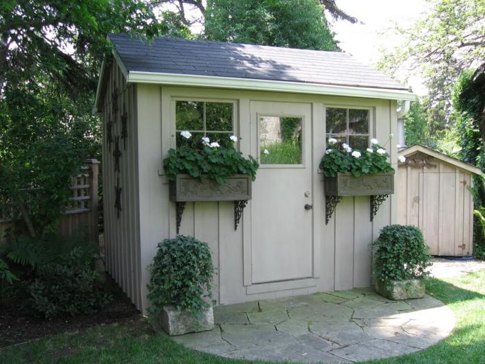 chalet-de-jardin-amenagement-extérieur-petite-maison-pour-les-utiles