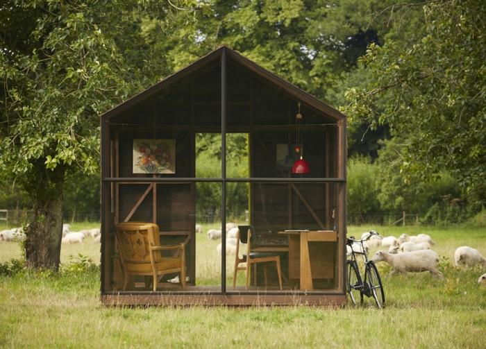 chalet-et-jardin-extérieur-tout-en-bois-et-verre