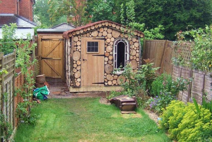 La décoration extérieure avec un treillis de jardin