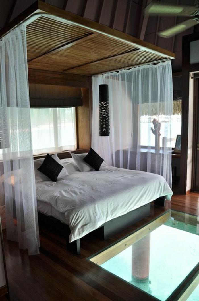 chambre-a-coucher-avec-plafond-en-verre-idée-aménagement-exotique