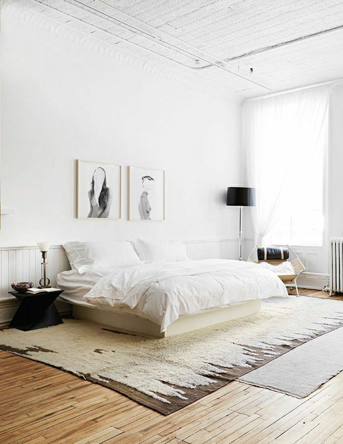 chambre-a-coucher-de-style-rustique-descente-de-lit-beige-table-de-chevet-mur-blanc