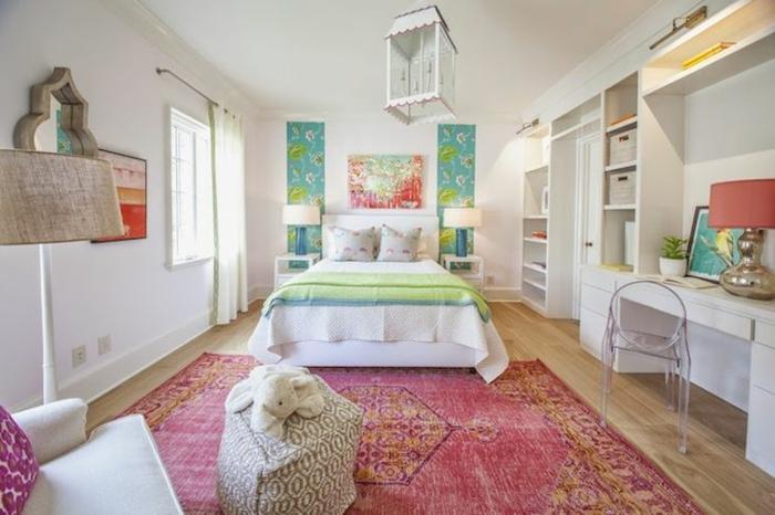 chambre-ado-fille-tapis-rouge-lustre-originale