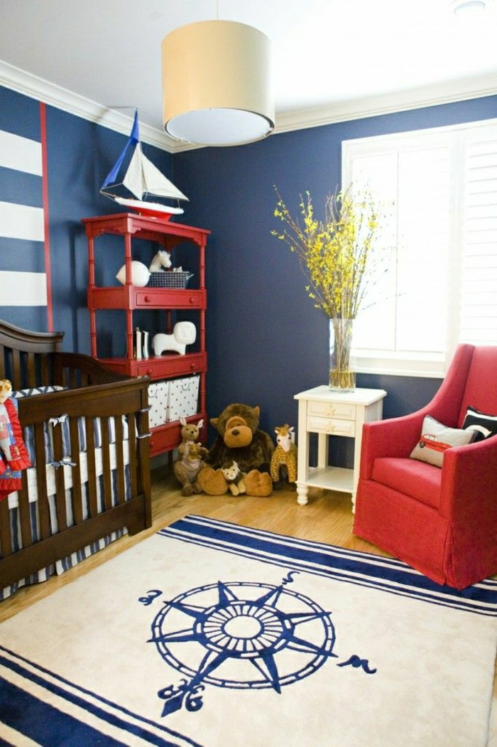 chambre-de-style-marine-idée-lit-bébé-de-style-marine-tapis-marin-mur-bleu-meuble-marin