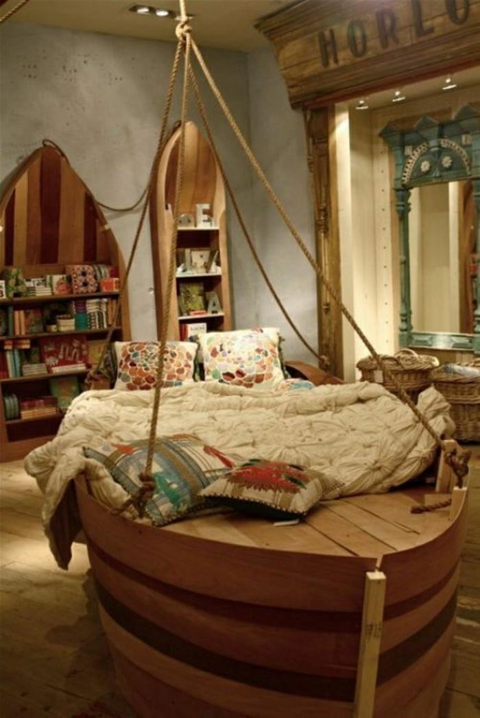 chambre-de-style-marine-idée-lit-bateau-décoratif-en-bois-massif