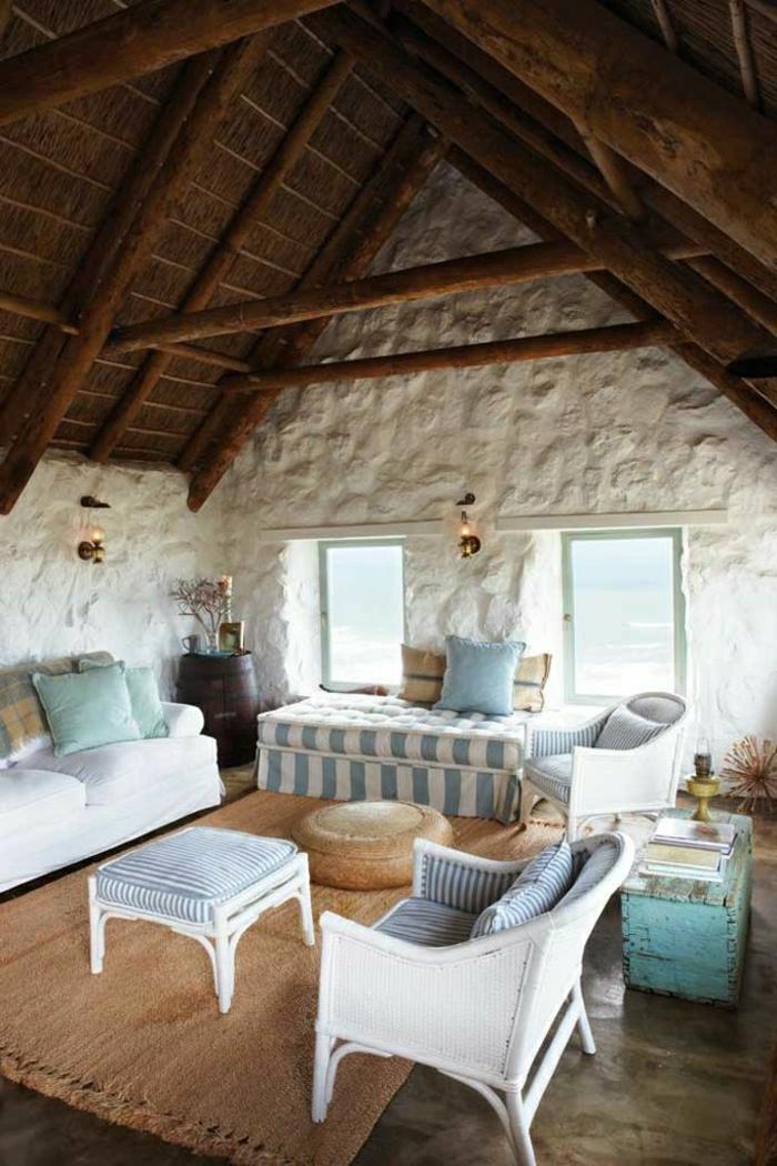 chambre-mansardé-couleur-bleu-ciel-plafond-en-bois-mur-blanc-de-pierre-canapé-blanc